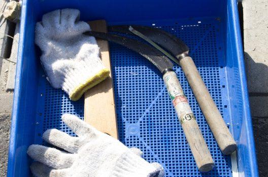 草刈り鎌の「使い方」とは?手入れの仕方・用途で異なる種類とは